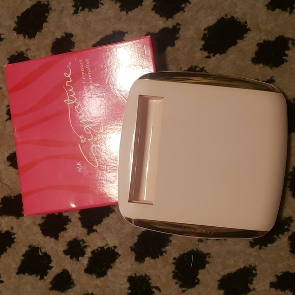MK compact pink